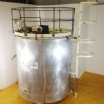 ~10Te Jacketed Chocolate Tank with Top-Mounted Gate Type Mixer