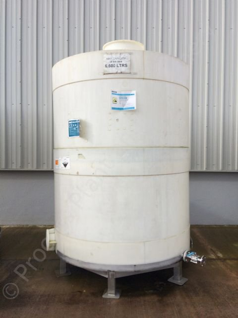 Used 6 600 Ltr Vertical Plastic Chemical Caustic Storage